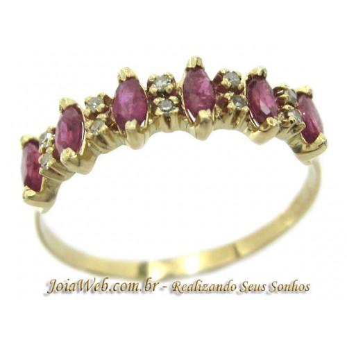 A8980-72620 Linda Meia Aliança de Ouro com Diamantes e Rubis Navetes
